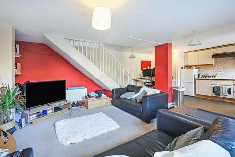 3 bedroom flat to rent - St Katharines Way, London E1W
