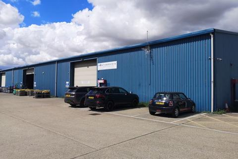 Property to rent - LARGE INDUSTRIAL WAREHOUSE WITH HIGH SPEC OFFICE