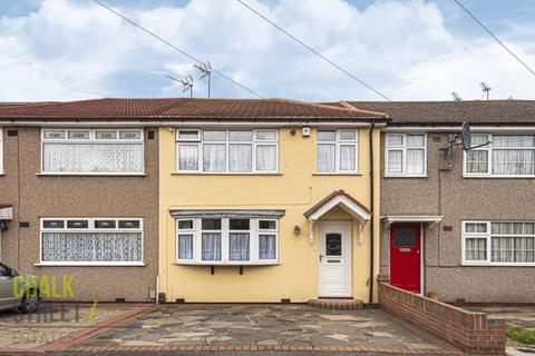 3 bedroom terraced house for sale - Morecambe Close, Hornchurch, RM12