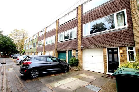 4 bedroom townhouse for sale - Squires Bridge Road, Shepperton, TW17