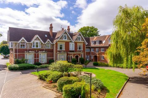 2 bedroom apartment for sale - Cooper Lodge, Massetts Road, Horley