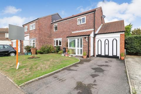 3 bedroom semi-detached house for sale - Boleyn Way, Boreham, Chelmsford