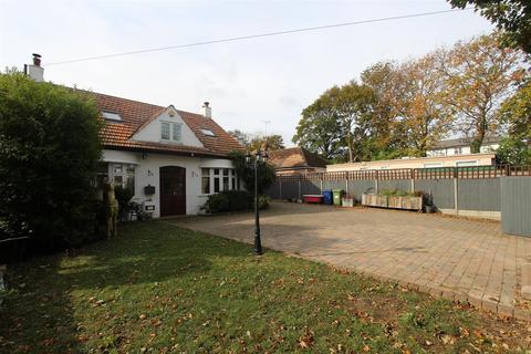 4 bedroom detached house for sale - Minster Road, Minster-On-Sea