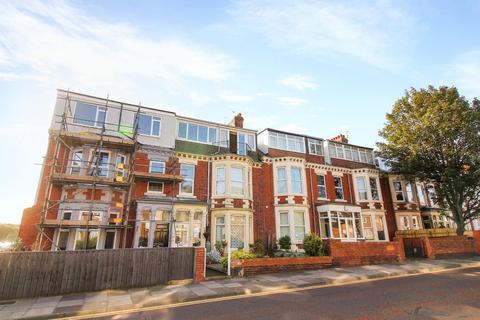 3 bedroom flat - Marine Avenue, Whitley Bay
