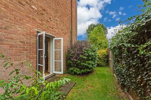 2 bedroom apartment for sale - 32-34 Camborne Road, Sutton