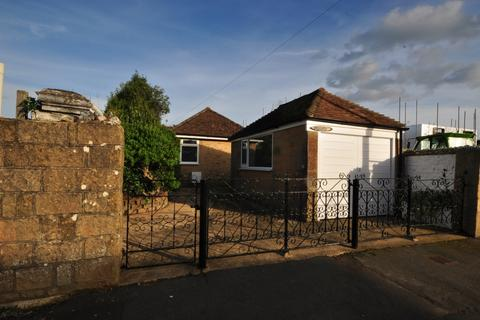 3 bedroom detached bungalow to rent - Hill Street Sandown PO36