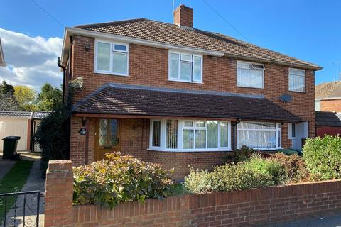 3 bedroom semi-detached house - Brightside Avenue, Staines upon Thames, TW18