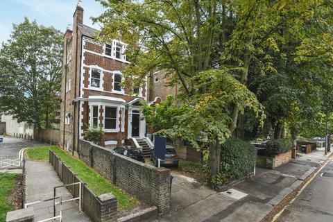 2 bedroom flat for sale - Trouville Road, Clapham