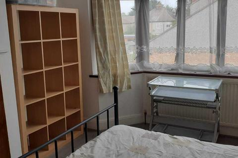 1 bedroom house share to rent - Double room to let in Flat share