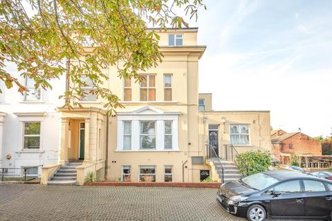 2 bedroom flat - Central Hill, Crystal Palace