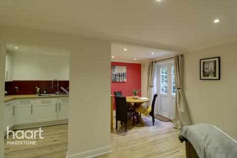 2 bedroom apartment for sale - Stagshaw Close, Maidstone