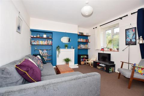 2 bedroom flat for sale - Bevan Road, London