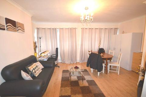 3 bedroom apartment to rent - Mellish Street, Coldharbour