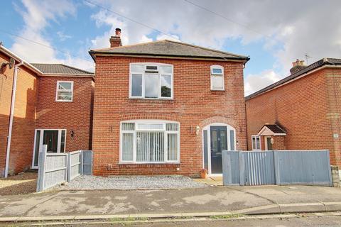 3 bedroom detached house for sale - GUIDE PRICE £300,000 - £325,000 BRAND NEW FOUR PIECE BATHROOM! LOG BURNER! BITTERNE VILLAGE!