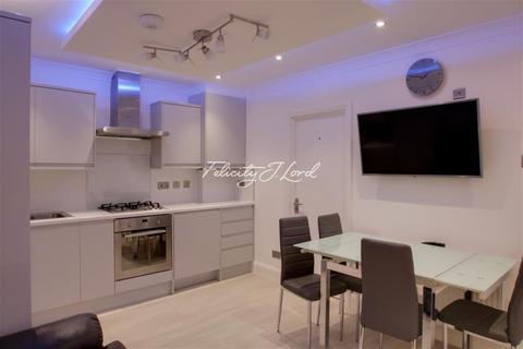 3 bedroom flat to rent - Raven Row, E1