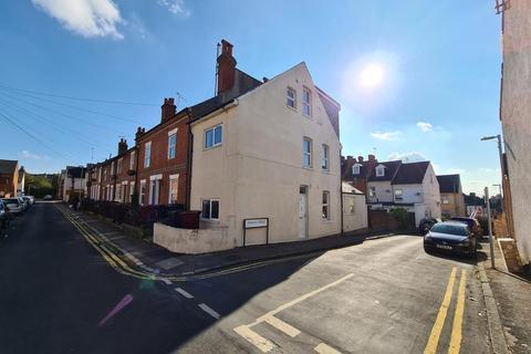 4 bedroom end of terrace house to rent - Reading,  Berkshire,  RG1