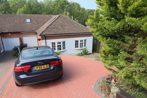5 bedroom semi-detached bungalow for sale - Coulsdon Road, Coulsdon