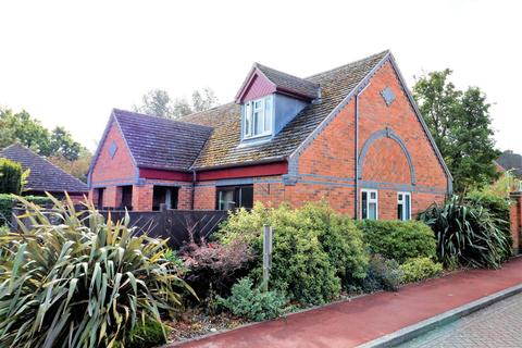 2 bedroom terraced bungalow - Badger Court, Loughborough