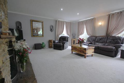 4 bedroom detached house - Nettleton