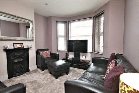 3 bedroom semi-detached house for sale - Laleham Road, Staines Upon Thames, Middlesex, TW18