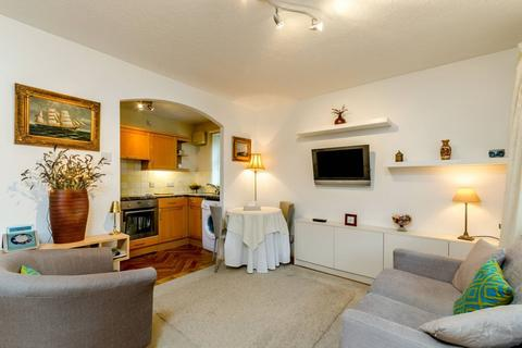 1 bedroom apartment to rent - Cumming Street, London, N1