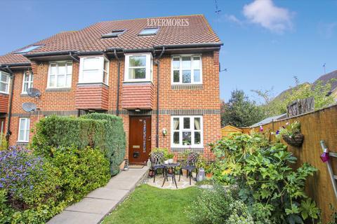 1 bedroom ground floor maisonette - Heathlee Road, Crayford