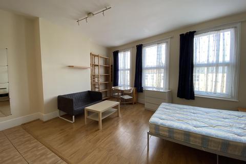 1 bedroom flat share to rent - UXBRIDGE ROAD , SHEPHERDS BUSH, LONDON W12