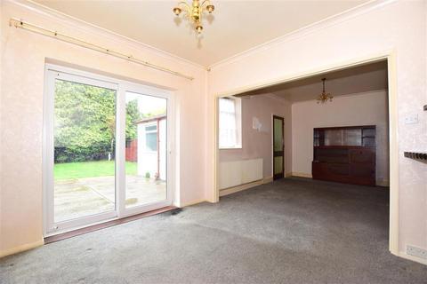 2 bedroom detached bungalow for sale - Hempstead Road, Hempstead, Gillingham, Kent