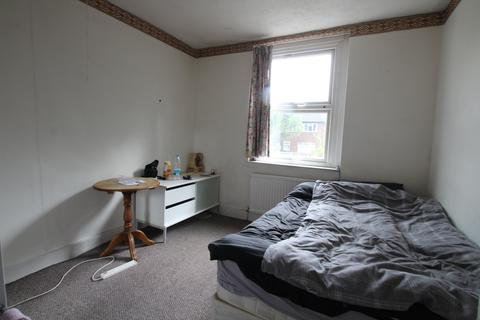 1 bedroom in a house share to rent - West End Avenue, Leyton, E10