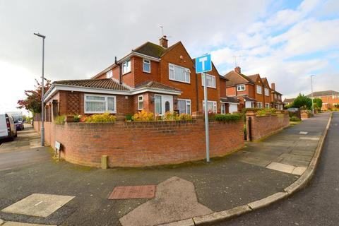 3 bedroom semi-detached house for sale - Blandford Avenue, Old Bedford Road Area, Luton, Bedfordshire, LU2 7AY