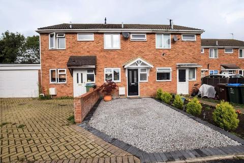 2 bedroom terraced house for sale - Roberts Drive, Aylesbury