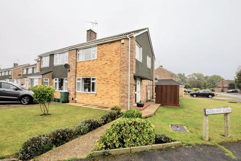 3 bedroom semi-detached house for sale - Midhurst Close, Aylesbury