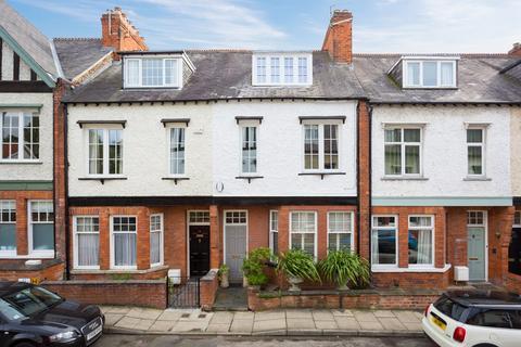 4 bedroom townhouse for sale - Queen Annes Road, York, YO30