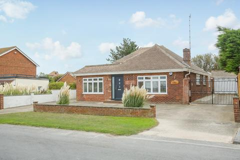 4 bedroom detached bungalow for sale - Kingsgate Avenue, Broadstairs