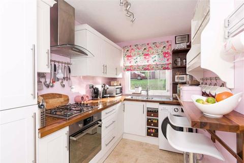 2 bedroom flat for sale - Hillside Close, Banstead, Surrey