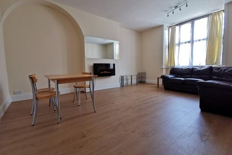 2 bedroom flat to rent - High Street, Camberley, BerkshIre, GU15