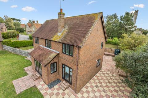4 bedroom detached house for sale - Manor Farm Court, Hardwick, Buckinghamshire, HP22