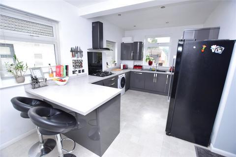 4 bedroom bungalow for sale - Ferguson Avenue, Gidea Park, RM2