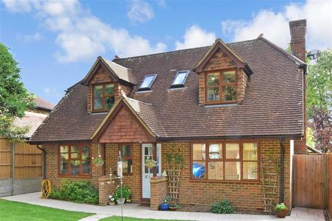 4 bedroom detached house for sale - Woodfield Hill, Coulsdon, Surrey