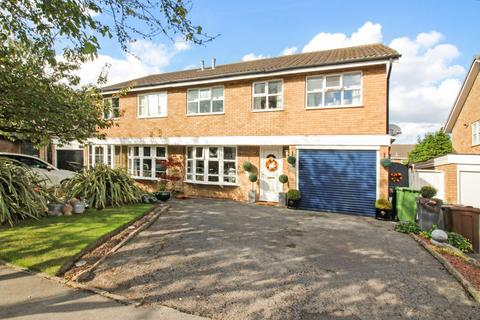 4 bedroom semi-detached house for sale - Ullenhall Road, Knowle, B93