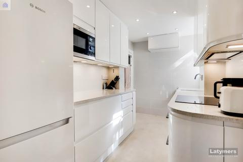 4 bedroom flat for sale - Latymer Court, Hammersmith Road, Hammersmith, W6