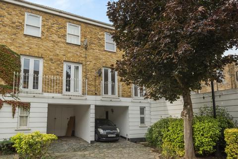 3 bedroom townhouse to rent - Robinscroft Mews London SE10