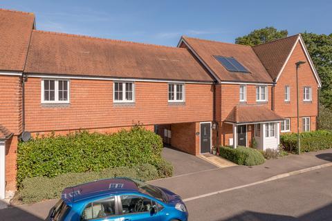 2 bedroom flat for sale - Whittaker Drive, Horley, Surrey, RH6