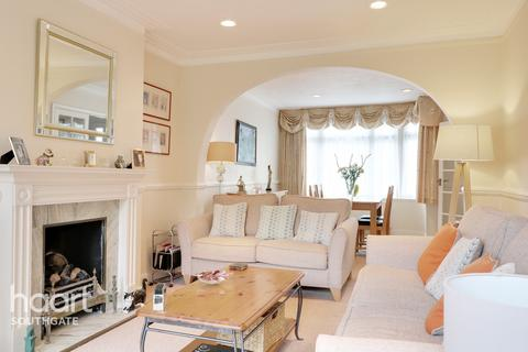 4 bedroom semi-detached house - Netherby Gardens, ENFIELD