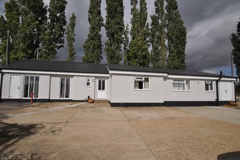 4 bedroom detached bungalow to rent - Appledore Road, Kenardington