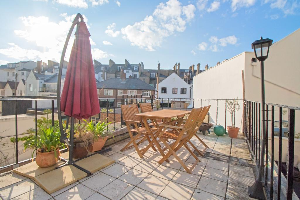 Adelaide Crescent, Hove 1 bed apartment for sale - £300,000