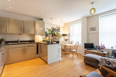 2 bedroom flat for sale - High Road, London, N17