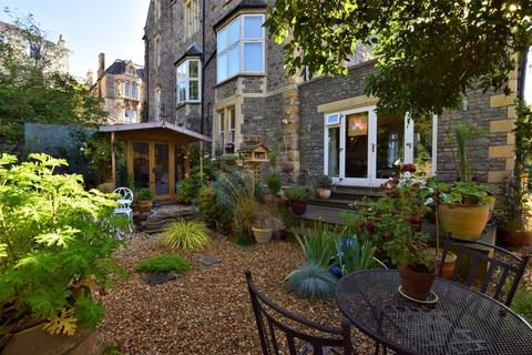 2 bedroom apartment for sale - Charming garden apartment close to Hill Road and seafront