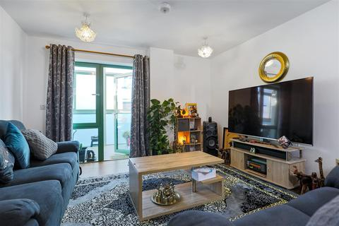 2 bedroom apartment for sale - Bellvue Court   Staines Road   Hounslow   TW3