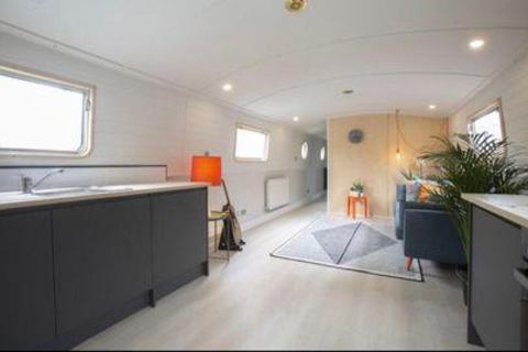 2 bedroom houseboat for sale - Modern Canal Boat, Brentford